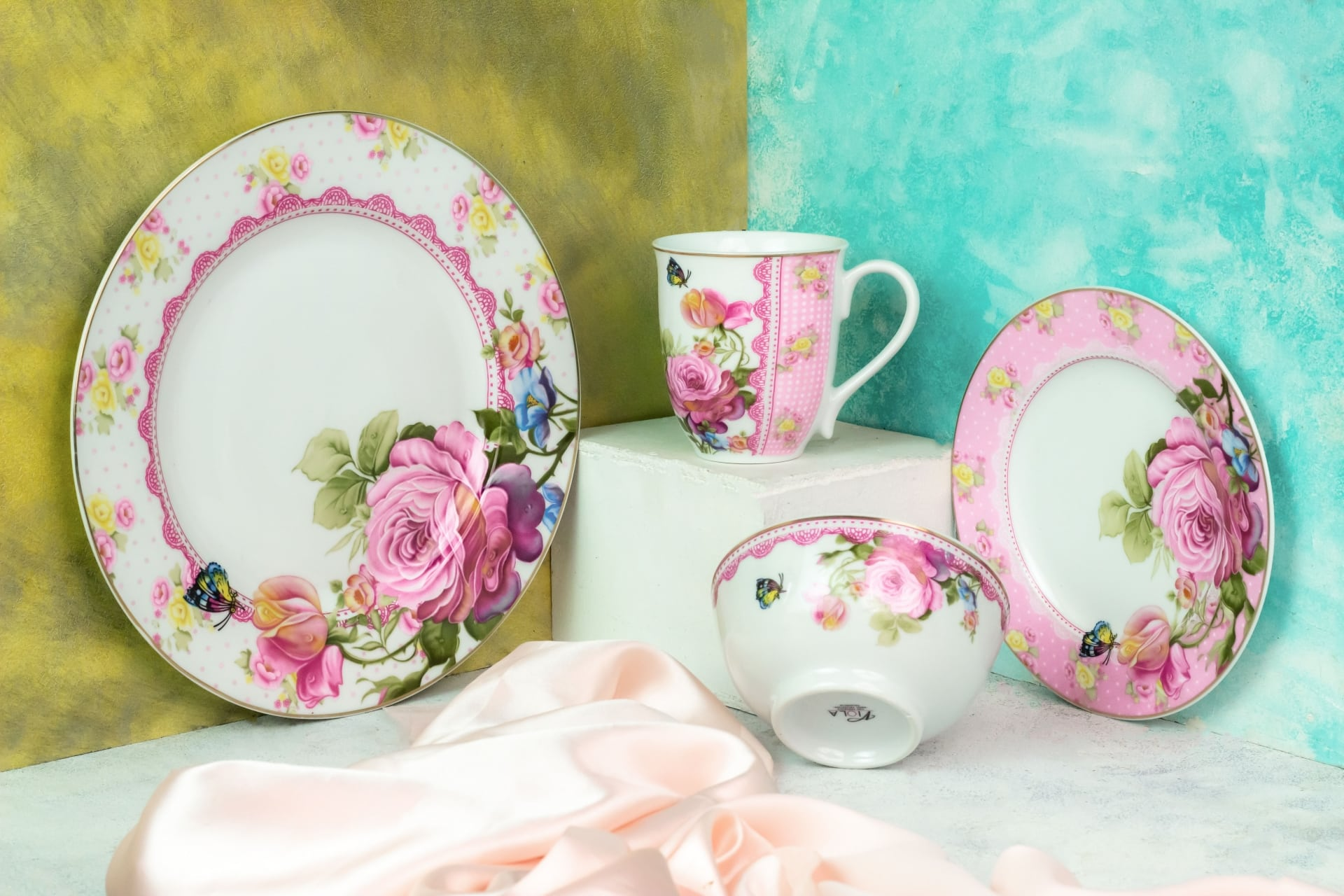 Viola Butterfly Bloom Porcelain Dinner Set of 4