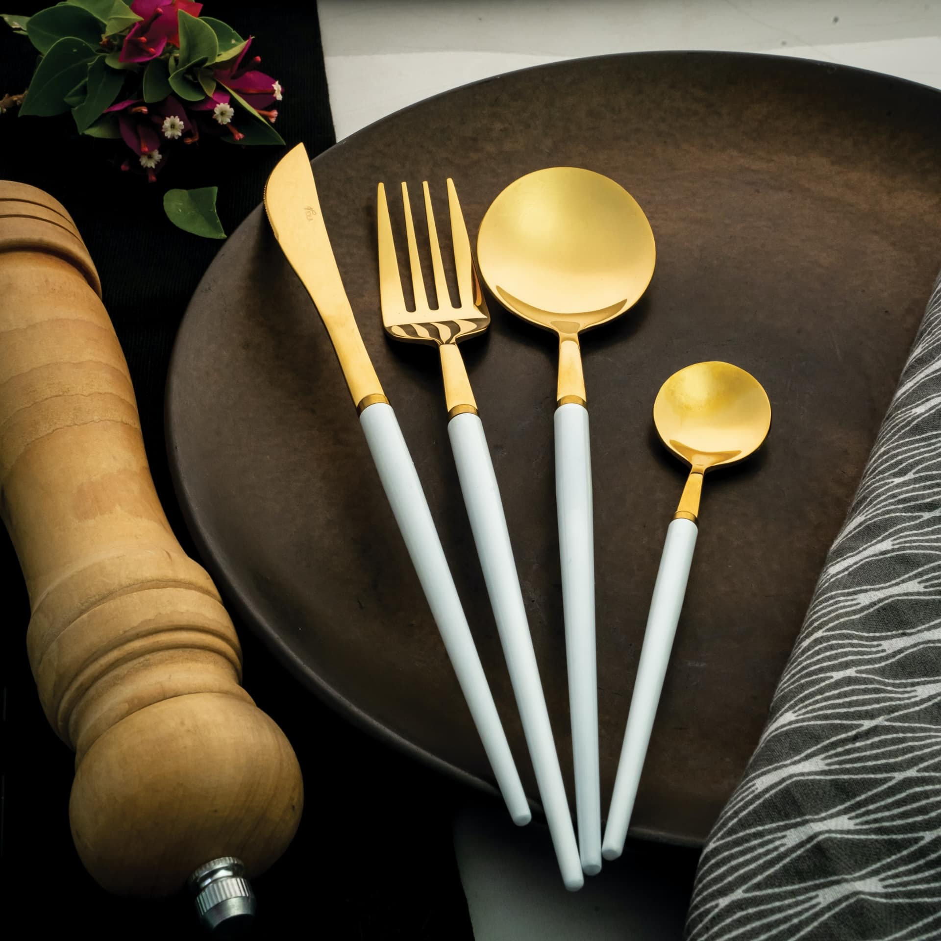 Viola Candescent Cutlery Set
